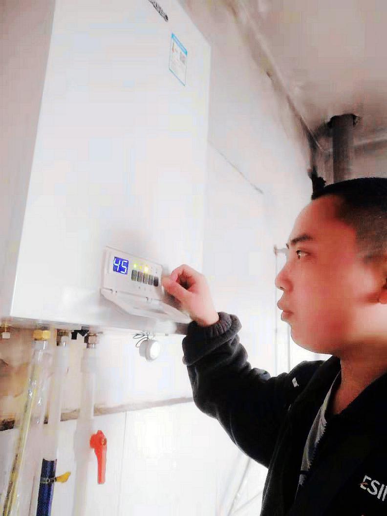 工程师黎德军(下称:黎工)出差河北衡水阜城服务羽顺壁挂炉用户期间